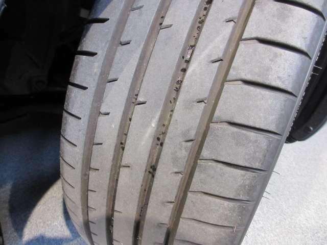 ご覧の通りタイヤ溝もまだまだ残っています!!
