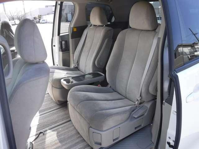 セカンドシートはオットマン付きです!くつろげる空間です。ロングドライブでも疲れさせませんよ★
