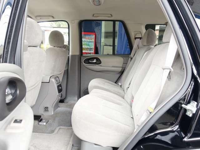 セカンドシートは用途に応じ、左右独立して折り畳み可能となります。お買い物やレジャー、旅行などにも適した一台となります。お気軽に047-441-4000までお問合せ下さいませ。