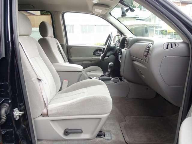 Bプラン画像:運転席シートは電動にて調整可能なパワーシート装備。切れや擦れなども無く新車おろしたてのような状態となります。ご希望に応じて専用シートカバーのお取り付けもk農となります。お気軽にスタッフまでご相談下さい
