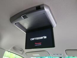 ●天井には、【フリップダウンモニター】も装備されております♪お子様など、ロングドライブでも退屈せず楽しくお過ごしいただけます。