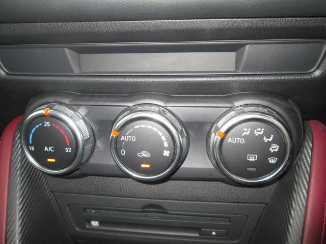 車内の温度を快適に保ってくれるオートエアコン搭載★ダイヤル式で操作し易いですよ★