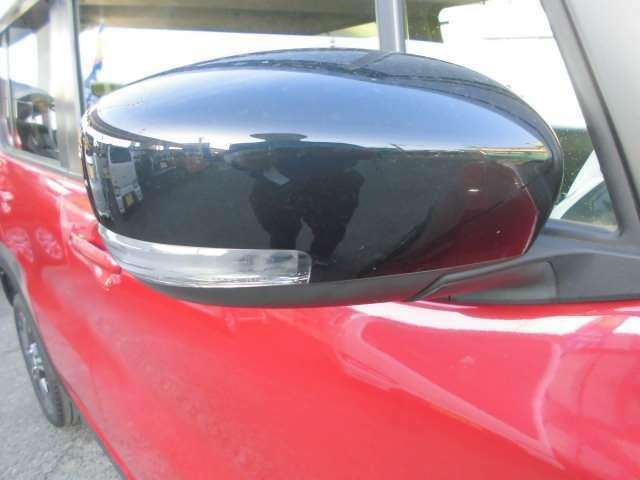 ウインカー内臓ドアミラーが対向車からよく見えて安全です。