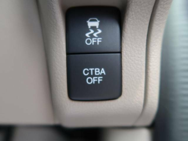 【シティブレーキアクティブシステム】走行中に前方の車両等を認識し、衝突しそうな時は警報とブレーキで衝突回避と被害軽減をアシスト。より安全にドライブをお楽しみいただけます。
