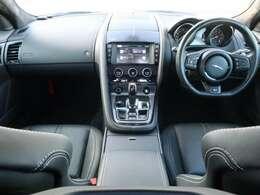 JAGUARの『Fタイプ』を認定中古車でご紹介!人気のRクーペ!パノラミックルーフ、MERIDIANサラウンドサウンドシステム、パフォーマンスシート、シートヒーター、パワーテールゲート等装備!