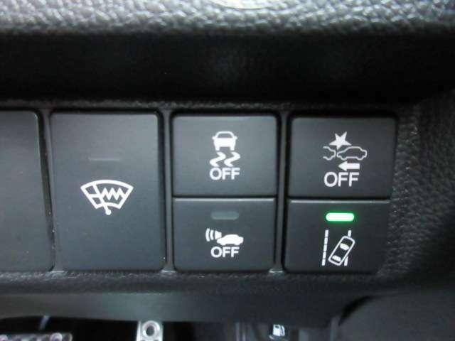 フロントガラス熱線スイッチ&横滑り防止&CMBS&ACC先行者発進&レーンキープ♪ 手元のスイッチで簡単操作が可能です♪ 安心の装備が充実しております♪