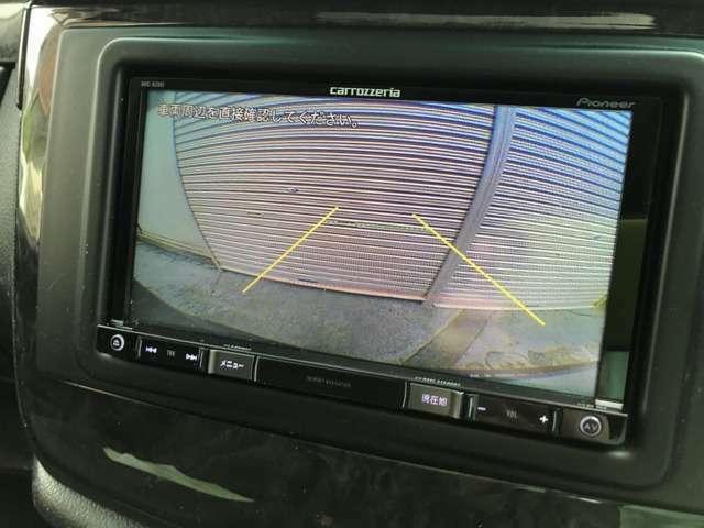 駐車の時に便利なバックカメラ、フロントバンパー、リアバンパーには障害物が近づくと感知して音とランプでお知らせしてくれる障害物センサーもついておりますので大きな車体でも安心して駐車頂けます。