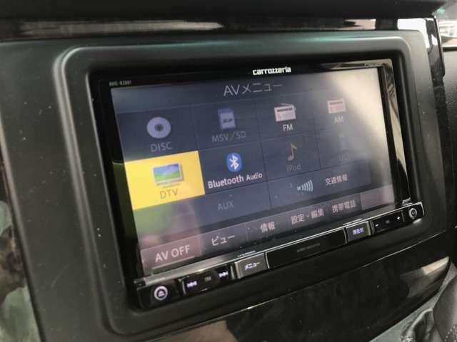 使い勝手の良い『社外ナビ』になります♪スマホの曲を車両のスピーカーで流せるBluetoothオーデや、走行中のTV、DVD視聴も可能です。
