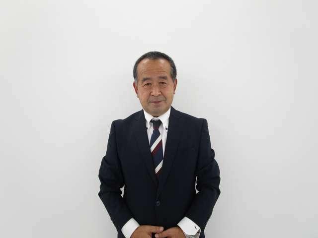副店長の斎藤です。こちらのアウトランダーPHEV をご案内いたします