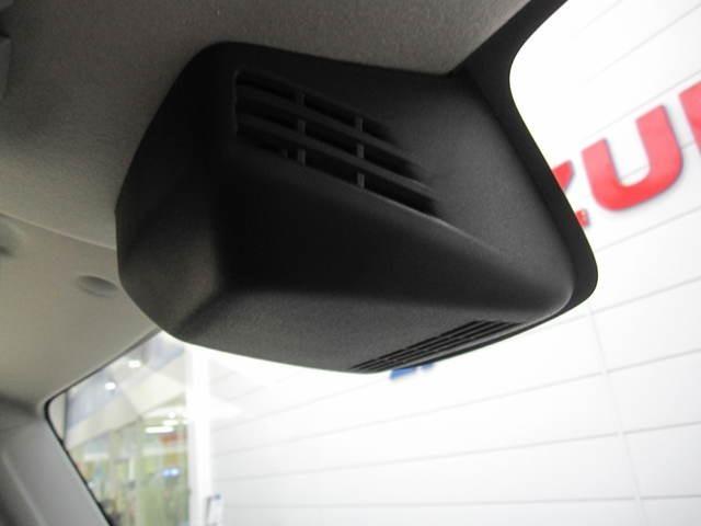 デュアルセンサーブレーキサポート、先進の安全装備です!フロントガラスに設置した2つのセンサーで前方の人もクルマも検知して、衝突回避をサポートする、デュアルセンサーブレーキサポートです
