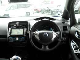 リラックスしてドライブが楽しめ、圧迫感のないゆったりとした空間が広がる室内です。