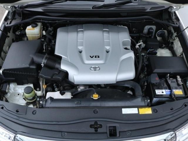 心臓部分は4.7L・V8エンジン。ランクル100と共通ですが、200用にセッティングされていますので走りに関しては申し分ありません。