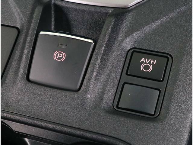 AVH(オートヴィークルホールド)搭載で信号待ちなどでブレーキペダルから足を話してもクルマが止まっていてくれる便利な機能です!!