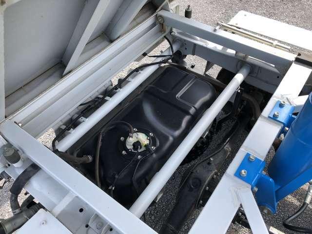車体後部の燃料タンク部分もきれいな状態です(^^♪