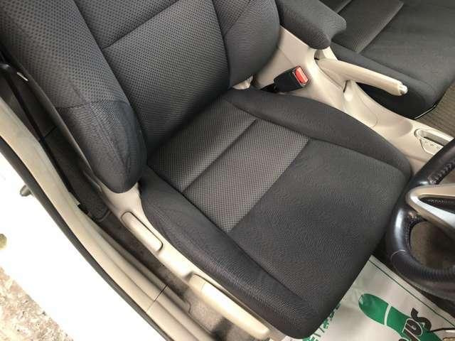 運転席シート・シートのすれ・へたりも少なく綺麗な状態です