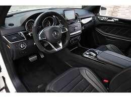AMGパラメーターステアリング・ AMGドライバーズパッケージ・ AMGスポーツエグゾーストシステム・ AMGスタイリング・ ブラックペイント 22インチ AMGマルチスポークアルミホイール