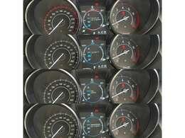 メータークラスターはダイナミックモードやエコモード、レインモードなど走行モードも表示します。