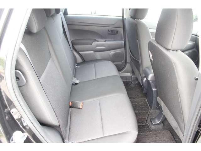 2列目は厚みがあり座りやすいです!座面の状態もへたり汚れなどなく綺麗です