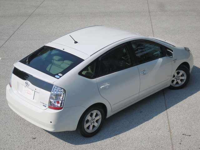 カタログの10モード/10・15モード燃費30.0km/リットル となっております。