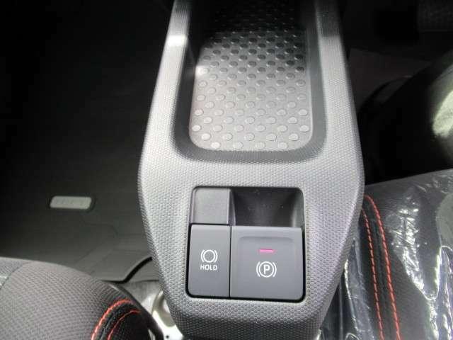 電動パーキングブレーキ標準装備です!まるで高級車ですね!