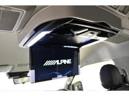 12.8インチ大型フリップダウンモニター搭載!フロントナビとのダブルゾーン対応!