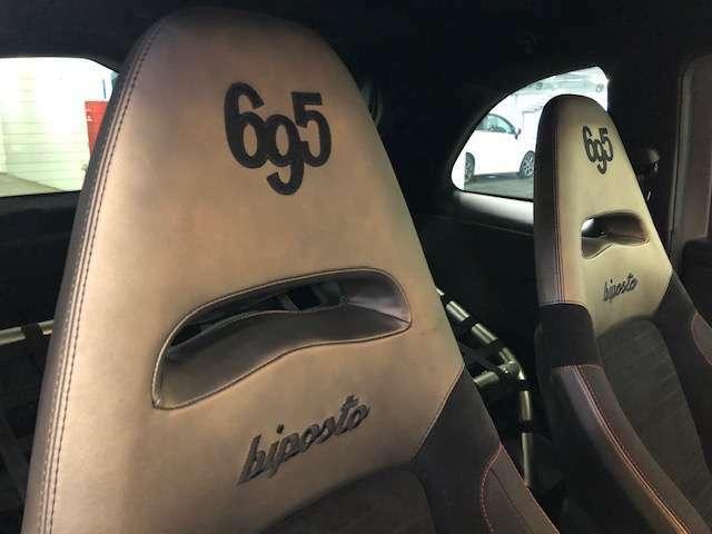 695ビポストロゴが目立つバケットシート