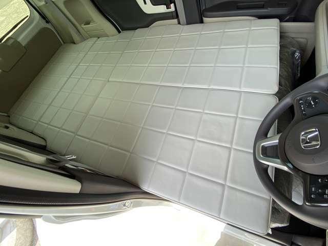 運転席からも自然に車内へ乗り込めます♪
