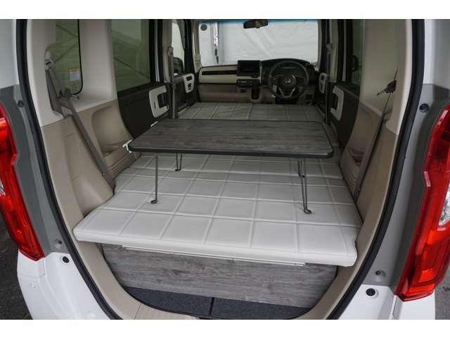 テーブルは車内で「ちゃぶ台」として使用できます♪
