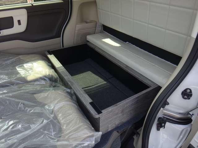 ベッド展開順序5荷室に収納していた家具を隙間に設置します♪