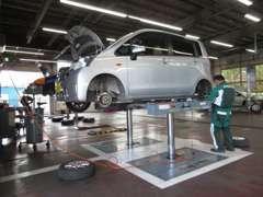 サービス工場を併設しておりますので、車検・板金もお任せ下さい。