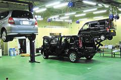 ディーラー直営店舗ならではの高い技術スタッフがお車拝見!