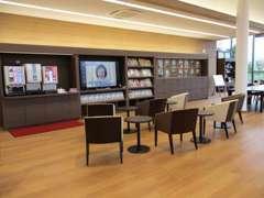 フリードリンクも充実♪整備やメンテナンスの待ち時間もリラックスしてお過ごしいただけるお店づくりを心がけております。