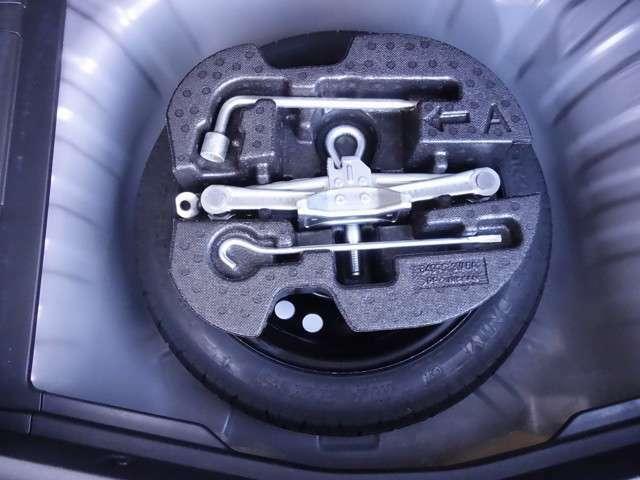 万が一のタイヤパンク時に助かるスペアタイヤ装備