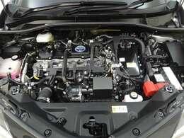 優れたハイブリッドパワートレーンを搭載。1.8Lエンジンとモーターを高次元で協調させ、滑らかで上質な走りです!! エンジンルームまでピカピカに仕上げているのが秋田トヨペットの中古車です!
