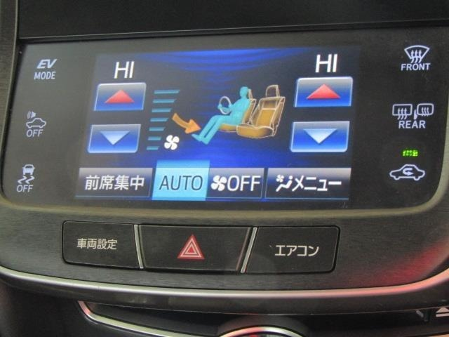 左右独立温度コントロールフルオートエアコンです。運転席、助手席それぞれで、独立して、温度設定が行えます。特に、女性と男性では、快適温度がちがいますから親切な装備です。