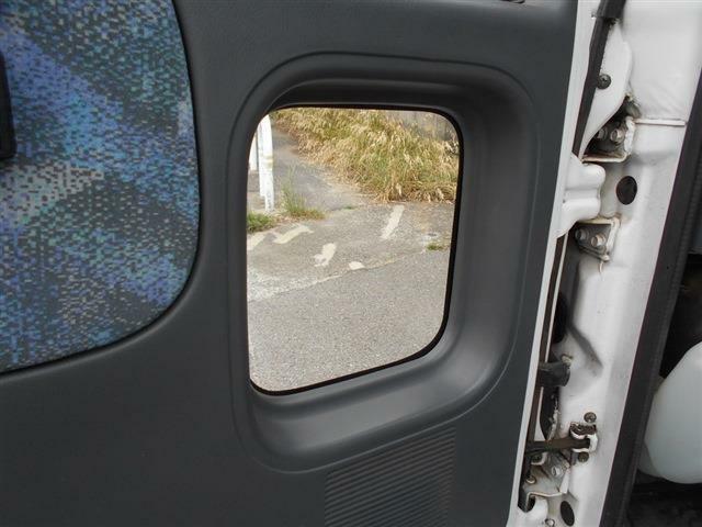 ■助手席側には小窓付き■