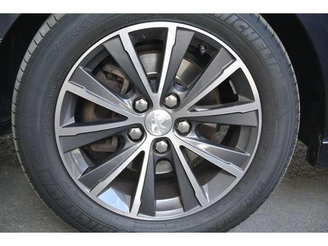 Bプラン画像:助手席側フロントタイヤの状態です。タイヤの山も十分に残っております。