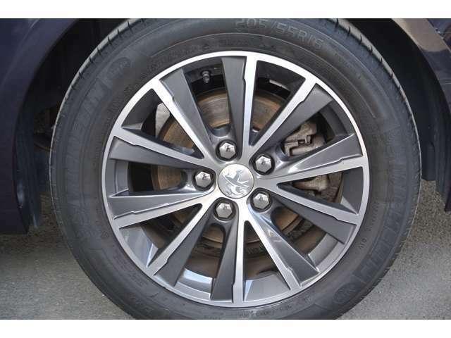 Bプラン画像:助手席側リアタイヤの状態です。タイヤの山も十分に残っております。