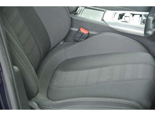Aプラン画像:運転席シートの状態です。シミ、切れ、ヘタリ等無く綺麗な状態です。