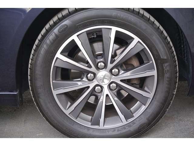 Aプラン画像:運転席側フロントタイヤの状態です。タイヤの山も十分に残っております。
