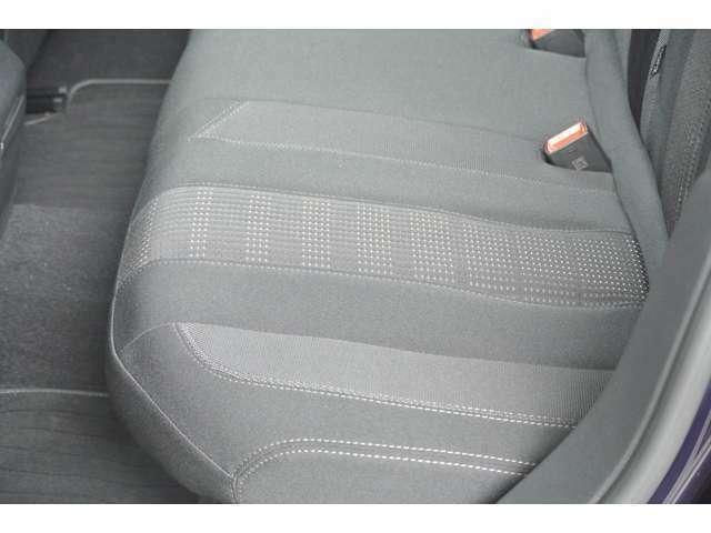 Aプラン画像:助手席側後部座席シートの状態です。シミ、切れ、ヘタリ等無く綺麗な状態です。