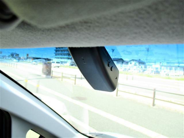 ドライブレコーダー搭載ですのでいざという時に安心ですね♪今付けてる人多いです。
