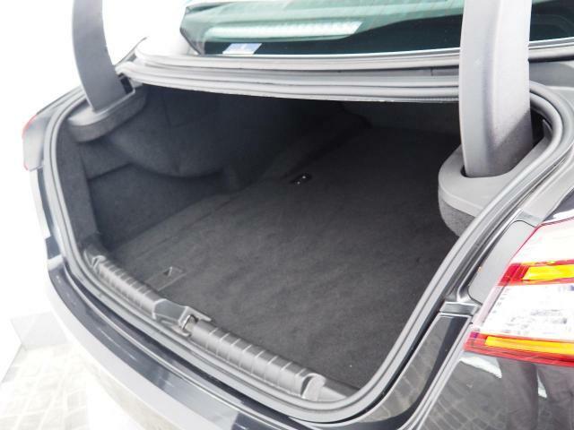 大容量のトランクルーム。大型スーツケースや、ゴルフバックなど何でもお任せ。
