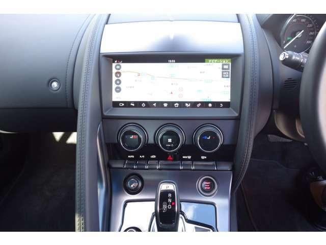 Touch Proは、先進的でレスポンスに優れたジャガー独自のインフォテインメントシステム。新たに10インチタッチスクリーンを導入し、FTYPEの全車に標準装備しています。