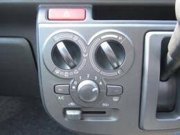 ◇マニュアルエアコン 室内を快適温度に保つマニュアルエアコン。操作のしやすいダイヤル式です。