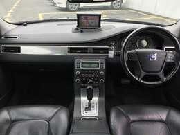気になる臭い等も無く綺麗で高級感あふれる車内です!