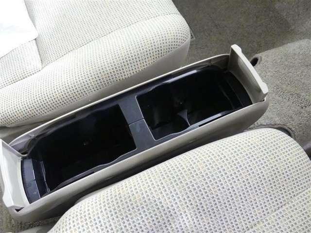 車内には、いろんなところに収納スペースがいっぱい!ちょっとした時に便利さを感じる、うれしい装備です♪