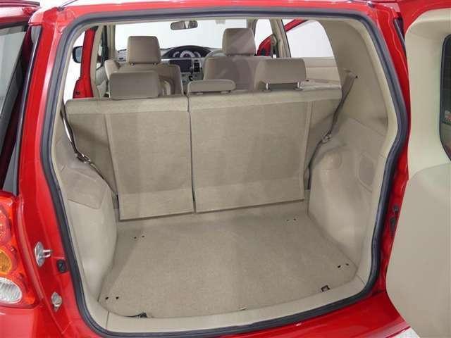 使い勝手の良いリヤシート★荷物の大きさに合わせたスペースを確保できます。
