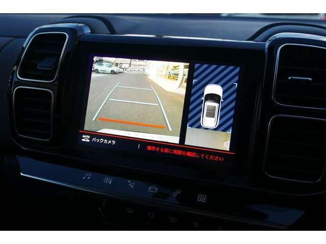 リバースポジションにシフトすると自動的にカメラが作動、ナビゲーション画面に後方の視界が映し出される、安心のバックカメラを装備。