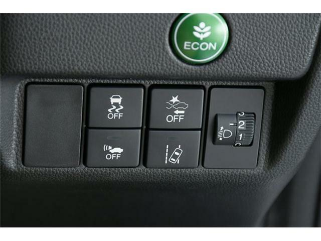 オプション装備のホンダセンシング搭載!衝突軽減ブレーキに車線維持支援、誤発進抑制、標識認識と運転支援装備がセーフティードライブをアシストしてくれます♪